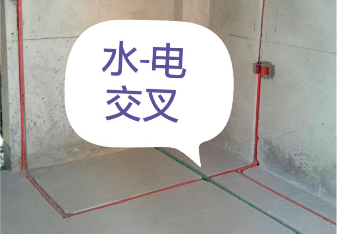 水电工施工标准 一、排水工程 给排水工程包括管道附件和各类水嘴、角阀、给水配件的安装、室内排水工程等。 基本要求: 1、进场必须先测弹水平线,检查原有水管是否畅通; 2、原进户电源(电表容量、进线线经大小)、电话线、宽带信息网能是否调整; 3、现场核对家用电器、灯具开关及卫生洁具位置与图纸是否相符或遗漏,如不符时应该按实际情况调整; 4、除设计注明外,冷热水管均采用钢塑管,主管统一为20mm,分管为16mm;安装前应检查管道是否畅通; 5、不得随意改变排水管、地漏及座便器等的废、污排水性质和位置。(特殊